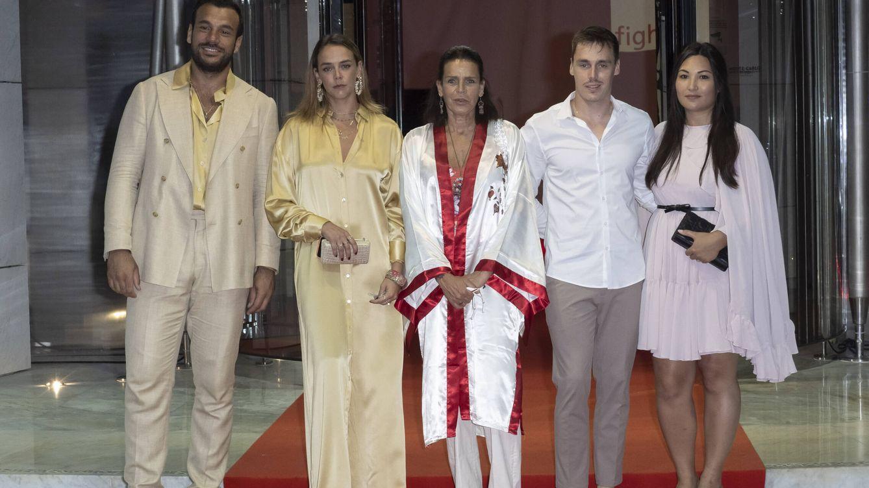 ABBA, un batín y dos yernos: la fiesta de Estefanía de Mónaco por su causa favorita