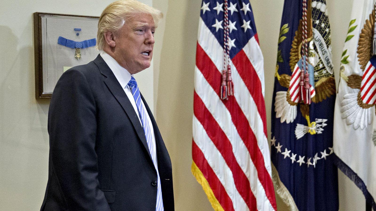 Foto: Donald Trump a su llegada a una reunión oficial en la Casa Blanca, el 15 de febrero de 2017 (EFE)