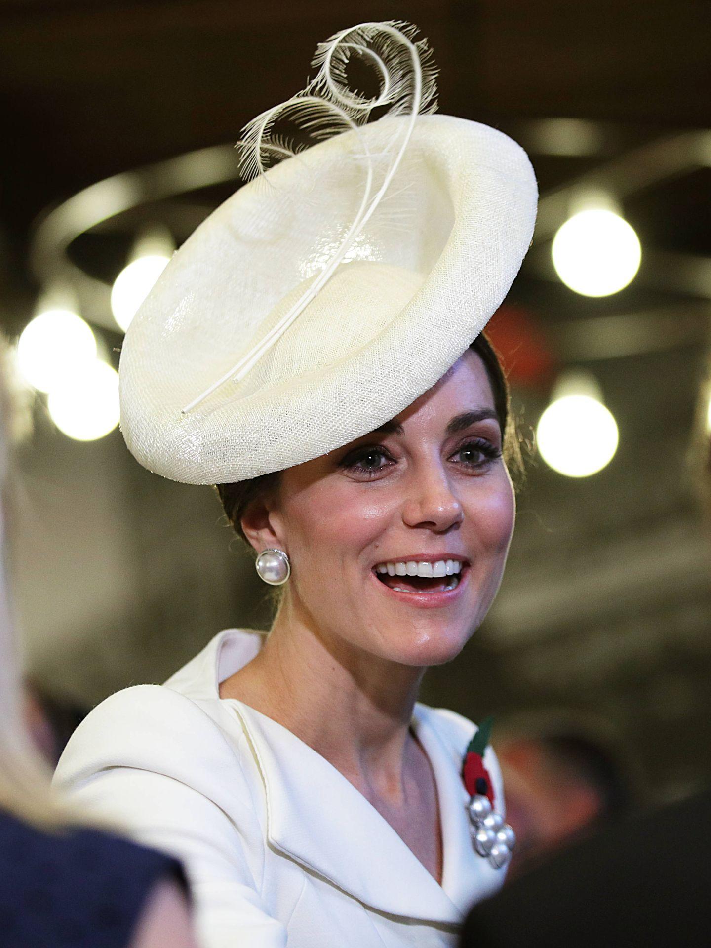 Kate Middleton, luciendo perlas en un compromiso oficial. (Getty)