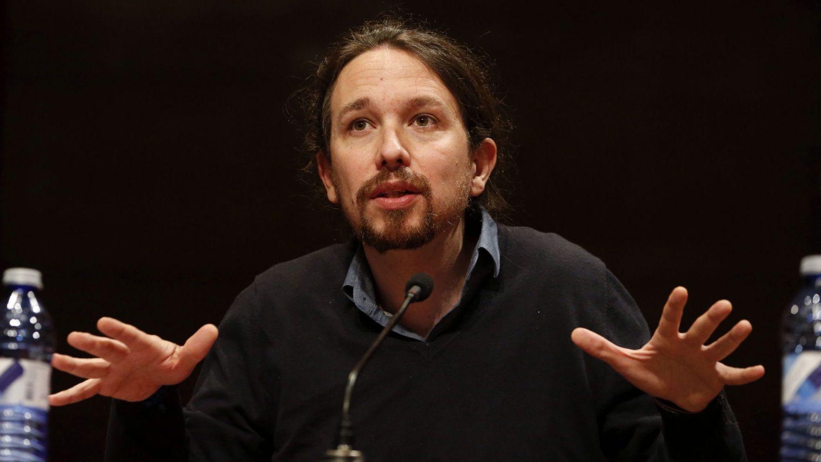 Foto: El líder de Podemos, Pablo Iglesias, durante la conferencia en la Facultad de Filosofía de la Complutense, este 21 de abril. (EFE)