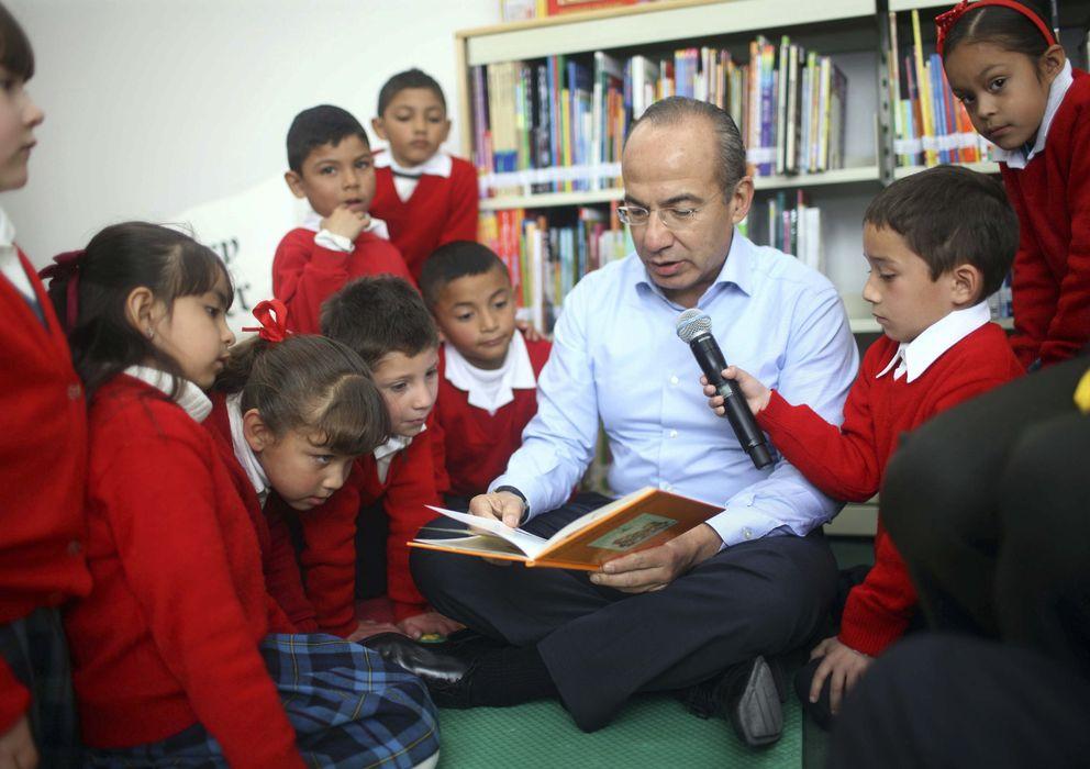 Foto: El expresidente mexicano Felipe Calderón inaugura una biblioteca, en febrero de 2012. (Efe)