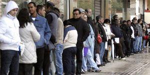 Foto: La crisis dispara un 22% la emigración española, en su mayoría jóvenes