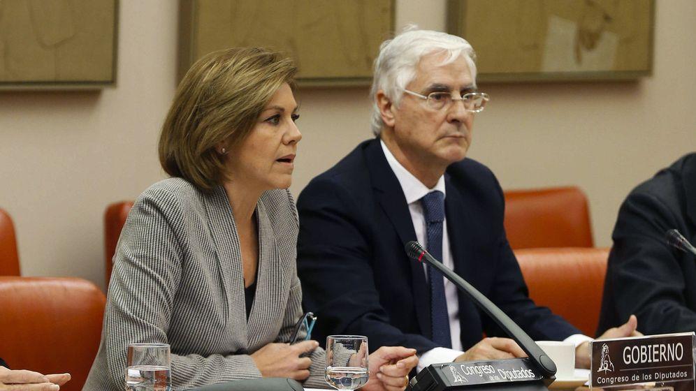 Foto: La ministra de Defensa, María Dolores de Cospedal, en el Congreso, para informar del dictamen del Consejo de Estado sobre el accidente del Yakovlev 42. (EFE)