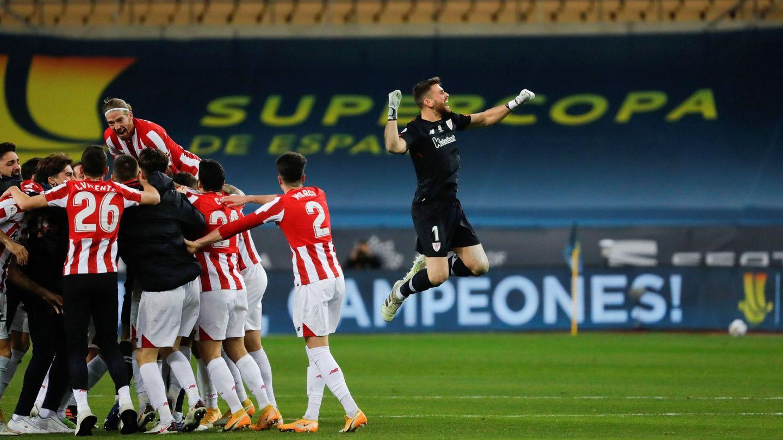 Los jugadores del Athletic celebran la victoria del equipo bilbaino. (EFE)