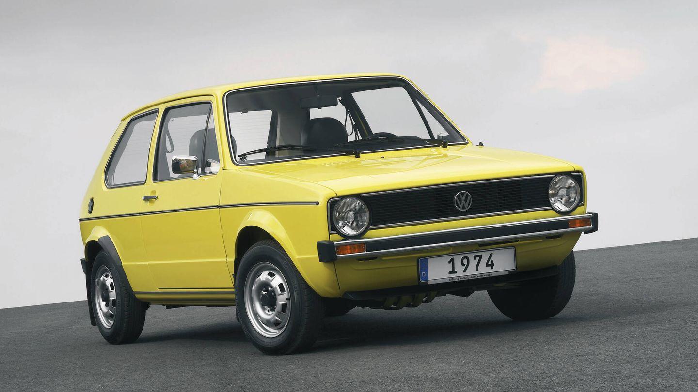 El primer Golf, lanzado en 1974, nunca llegó a ser líder de ventas europeo, pero contribuyó a hacer del coche alemán un mito, del que se han beneficiado las siguientes siete generaciones.