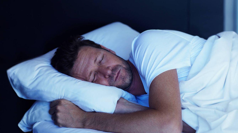Foto: El experto te indica todo lo que debes hacer durante el día y cuándo para que luego puedas dormir bien. (iStock)