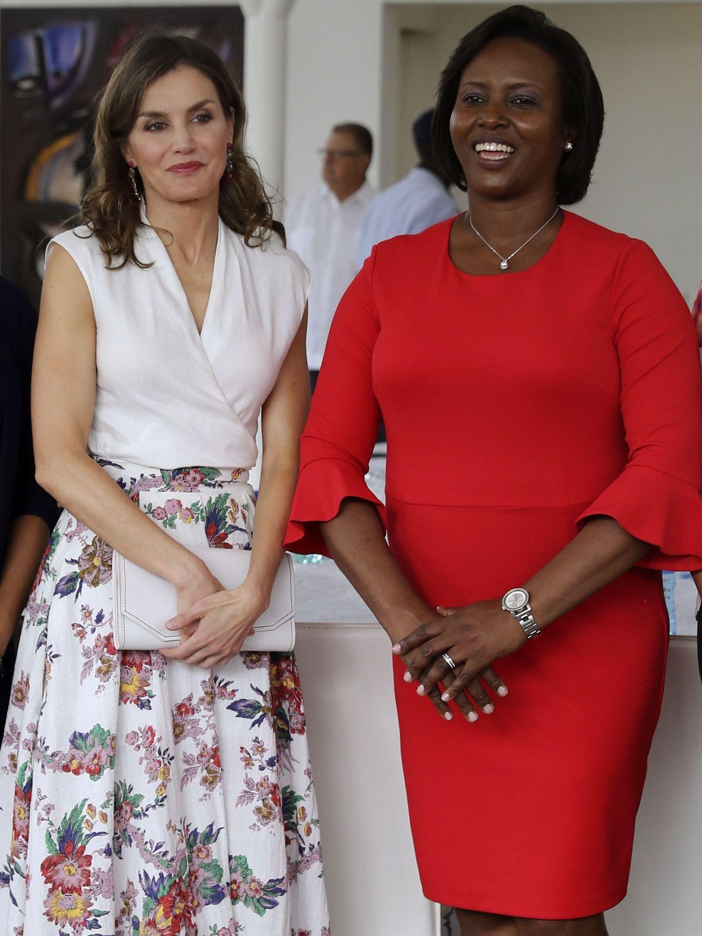 La Reina con la falda de Sweet Matitos en Haití. (EFE)