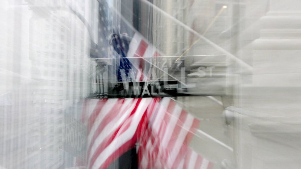 Foto: Vista de un letrero que indica la situación de algunos de los números de Wall Street. (EFE)