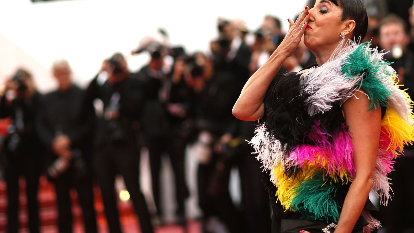 72nd Cannes Film Festival - Screening of the film 'Pain and Glory' (Dolor y gloria) in competition - Red Carpet Arrivals - Cannes, France, May 17, 2019.  Spanish actor Rosy de Palma gestures. REUTERS Stephane Mahe
