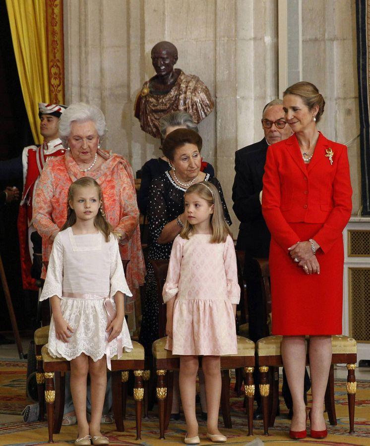Foto: Las infantas Pilar, Margarita, Elena, Leonor (lo era entonces) y Sofía, en la abdicación de Juan Carlos I. (Getty)