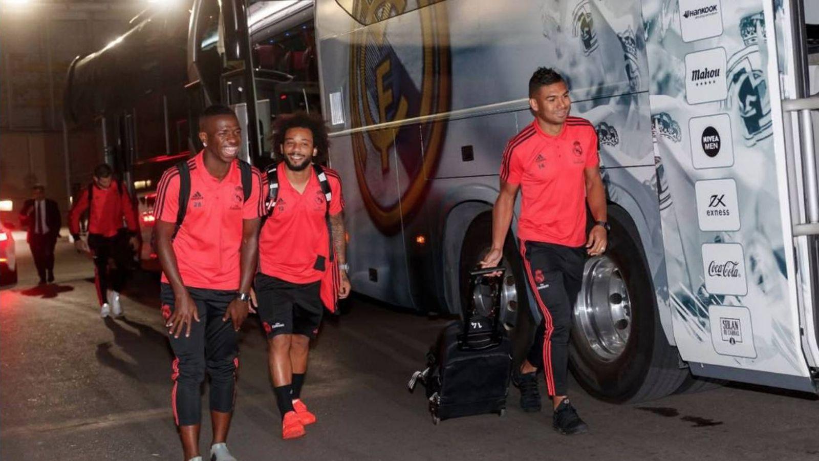 Foto: Vinícius, sonriente, junto a Marcelo y Casemiro. (Foto vía @vini11Oficial)