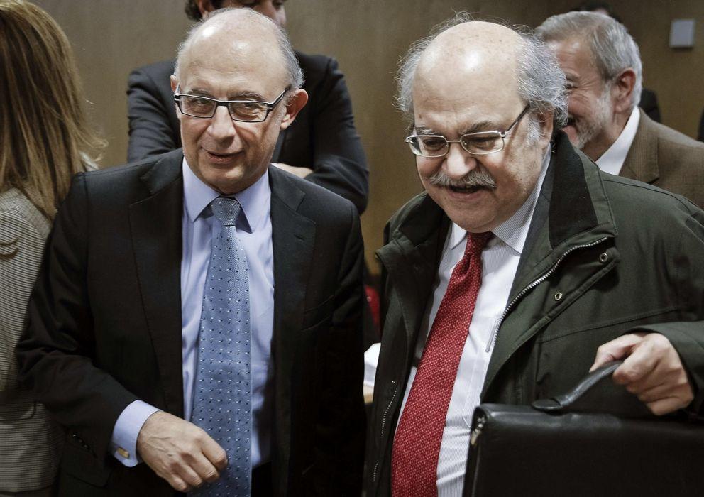 Foto: El ministro de Hacienda, Cristóbal Montoro (i), junto al conseller de Economía catalán, Andreu Mas-Colell. (EFE)