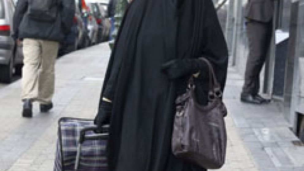 La Generalitat quiere prohibir el 'burka' y el 'niqab' en todas las calles de Cataluña