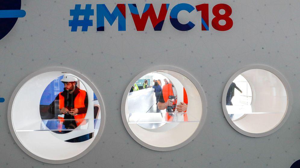 Foto: Últimos preparativos del MWC que arranca este lunes. (Reuters)