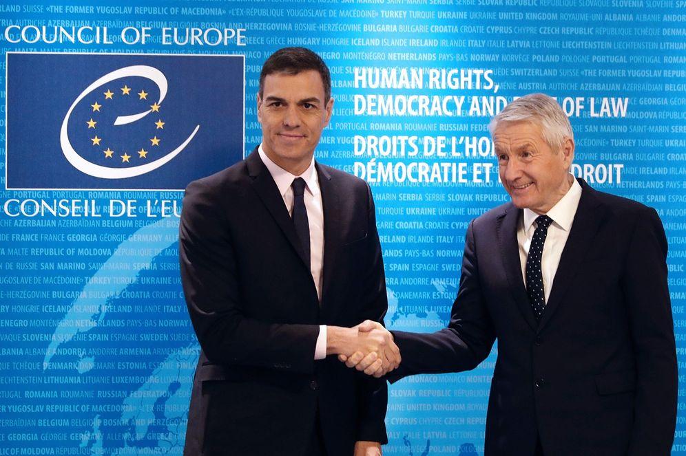 Foto: Pedro Sánchez junto al secretario general del Consejo de Europa, Thorbjorn Jagland, este 7 de febrero en Estrasburgo. (EFE)