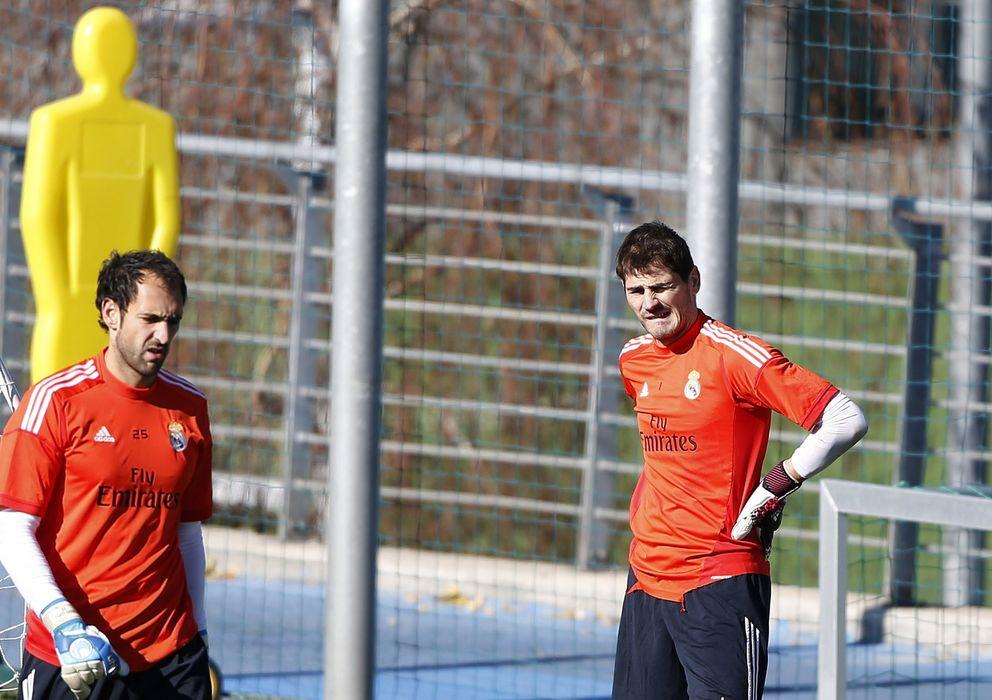 Foto: Diego López e Iker Casillas, en un entrenamiento (Efe).