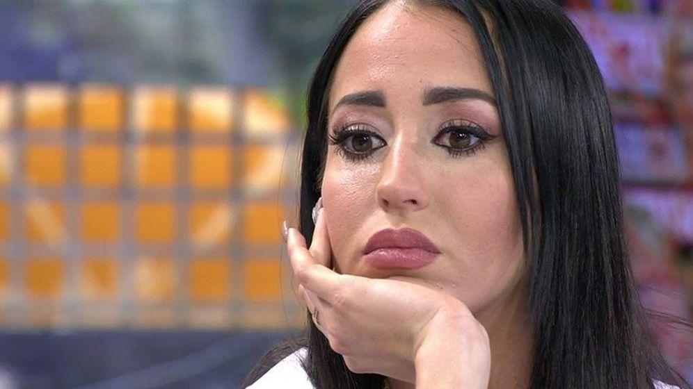 Foto: Aurah Ruiz en 'Sálvame' hablando de su ruptura con Suso. (Telecinco)