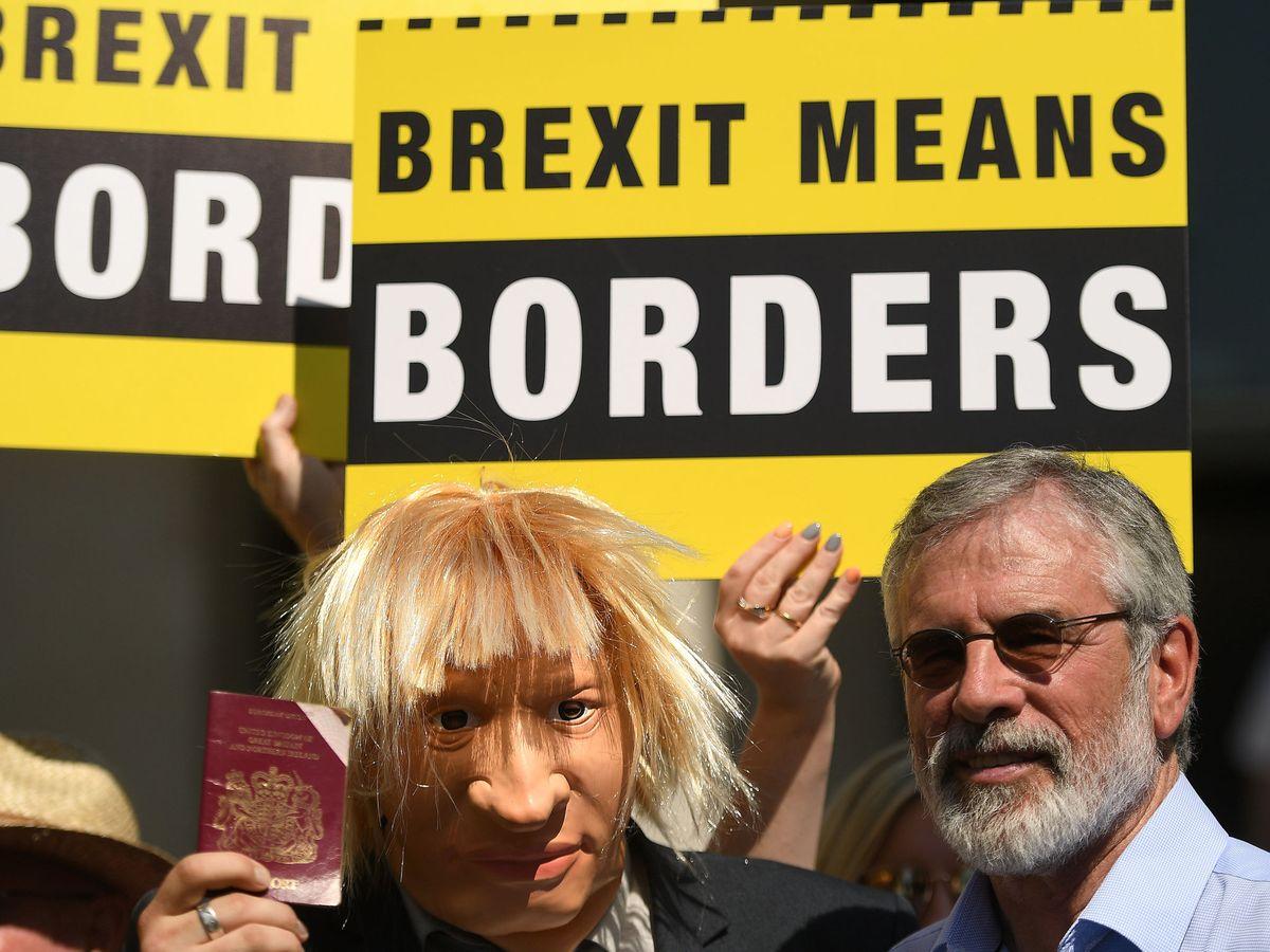 Foto: Protestas contra el Brexit en Irlanda. (Reuters)