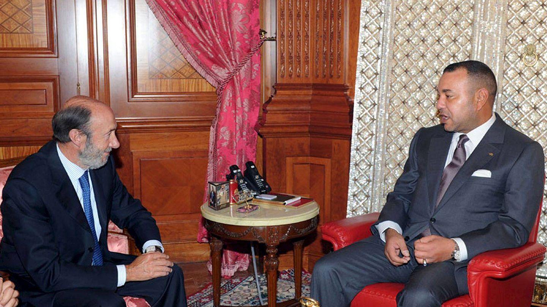 Alfredo Pérez Rubalcaba visita al rey de Marruecos, Mohamed VI, en 2010. (EFE)