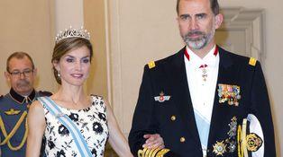Doña Letizia, en el cumpleaños de Margarita de Dinamarca con 50.000 € sobre la cabeza