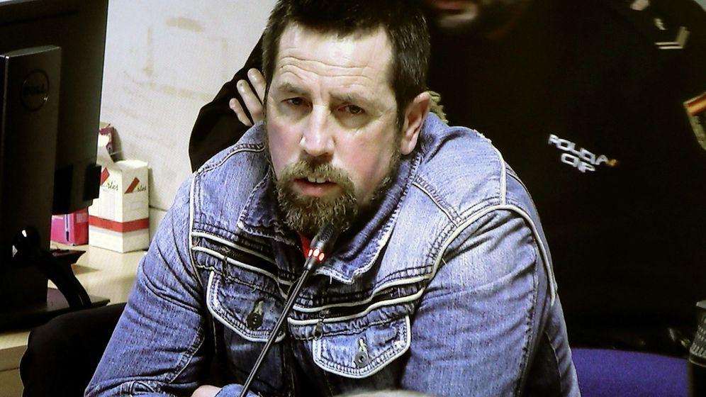 Foto: Imagen de la señal de televisión que retransmite el juicio contra Enrique Abuín, 'el Chicle'. (EFE)