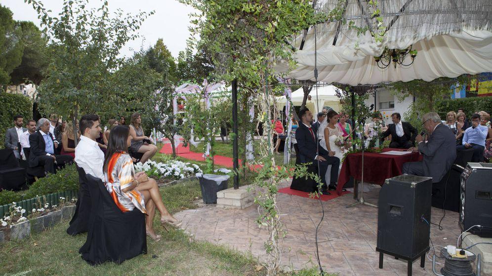 Foto: Leonardo y Adriana, cuyo juicio se celebró este miércoles, durante su boda improvisada.