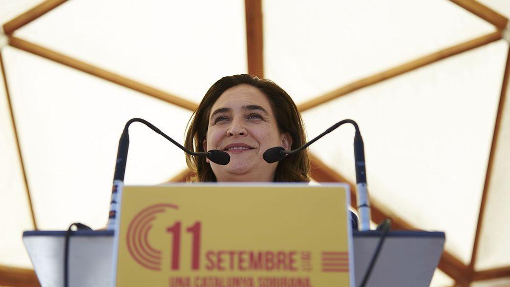 Foto: La alcaldesa de Barcelona Ada Colau durante su intervención en el acto de Catalunya en Comú, con motivo de la Diada del 11 de septiembre. (EFE)