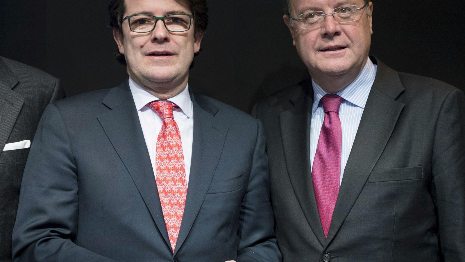 Foto: Los alcaldes de Salamanca y León, Alfonso Fernández Mañueco y Antonio Silván, respectivamente. (EFE)