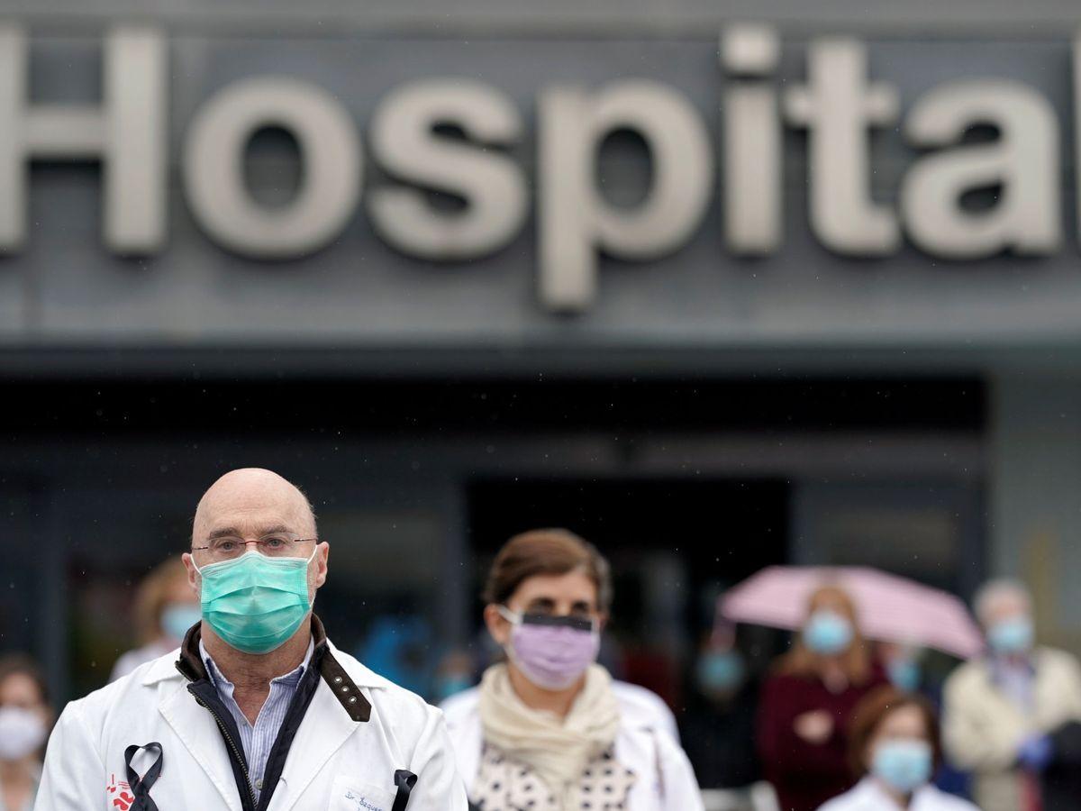 Foto: Trabajadores en el hospital La Paz de Madrid. (Reuters)