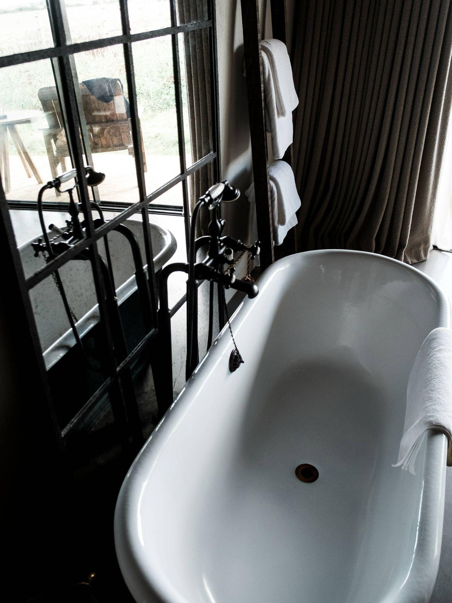 Ventajas e inconvenientes de tener bañera en el cuarto de baño. ( adison clark para Unsplash)