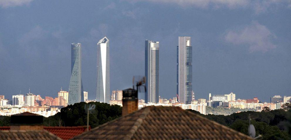 Foto: Vista del complejo empresarial Cuatro Torres Business Area de Madrid (EFE)
