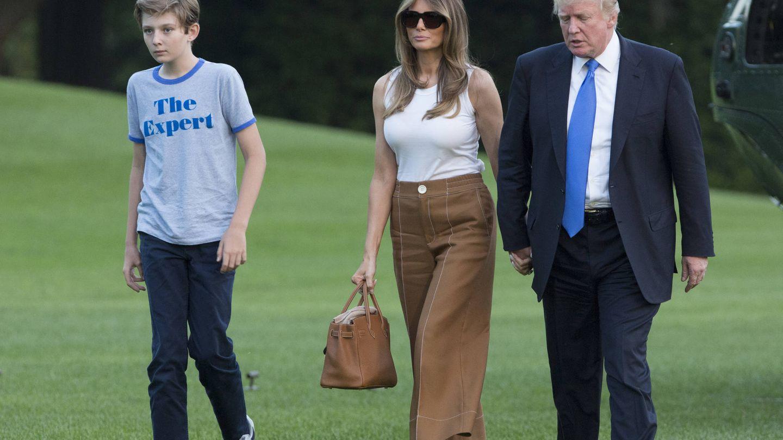 Barron, junto a sus padres. (Getty)
