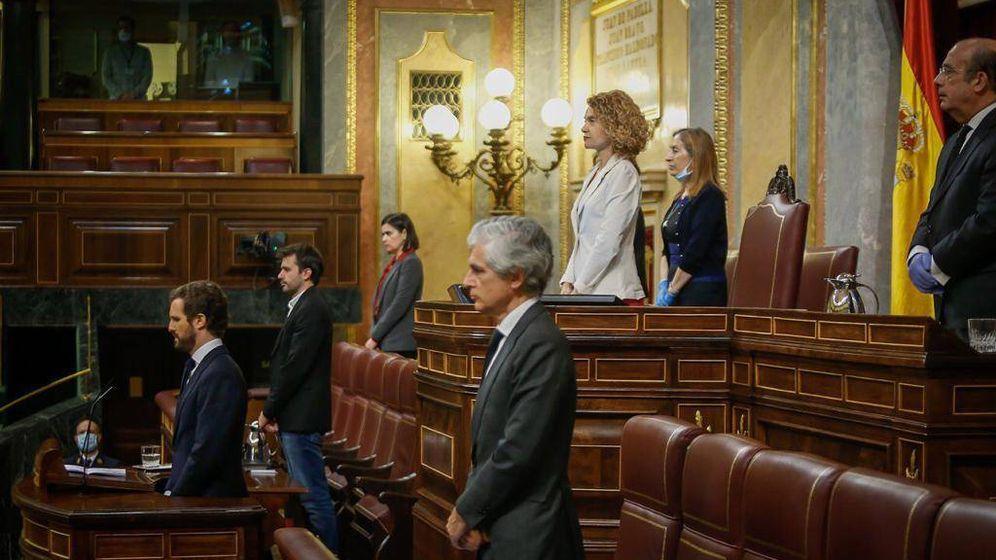 Foto: Minuto de silencio en el Congreso a petición de Pablo Casado. (Congreso de los Diputados)