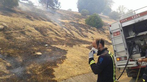 El fuego en un pinar de Madrid provoca una humareda y atascos en la M-40