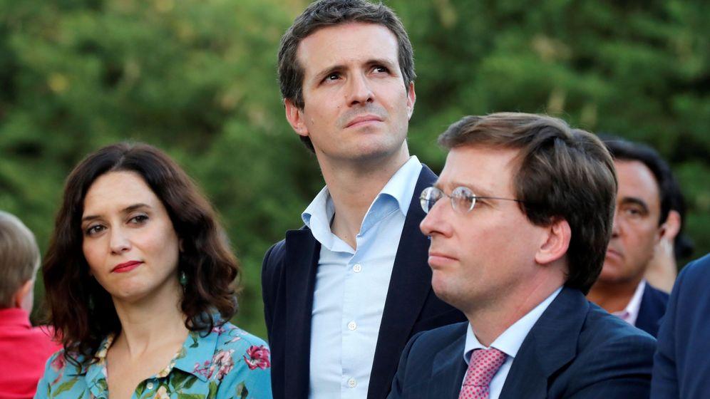 Foto: La candidata del PP a la Presidencia de la Comunidad de Madrid, Isabel Díaz Ayuso (i), junto al presidente del Partido Popular, Pablo Casado (c), y el alcalde de Madrid, José Luis Martínez-Almeida (d). (EFE)
