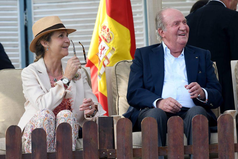 Foto: El rey emérito Don Juan Carlos y la infanta Elena en la 46 edición del Trofeo Internacional de Polo del Santa Maria Polo Club, de Sotogrande, Cádiz. (Gtres)