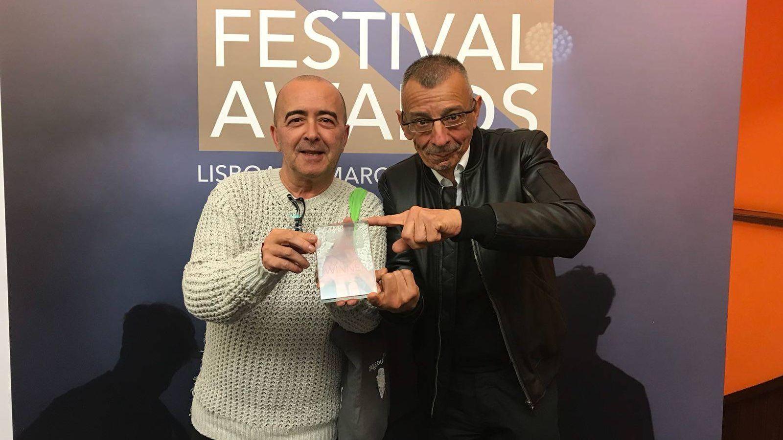 Foto: Paco Martín (izquierda) recogía el premio a Mejor Festival de Pequeño Formato de España en los Iberian Festival Awards el pasado mes de marzo (Ayuntamiento de Cartagena)