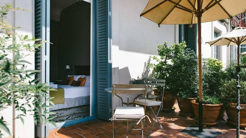 Habitación con terraza privada, en el hotel Circa 1905, en Barcelona. (Cortesía)