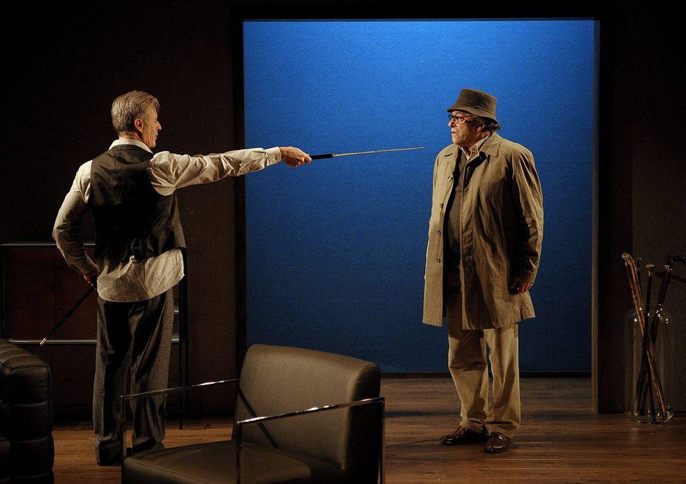 Foto: Una escena de 'La mecedora', dirigida por Josep María Flotats, en el Teatro Valle-Inclán (CDN), en 2012. (EFE)