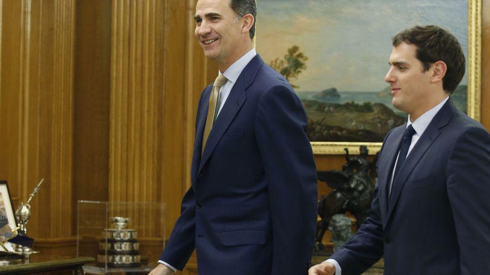 Foto: Felipe VI recibe a Albert Rivera en el Palacio de la Zarzuela. (EFE)