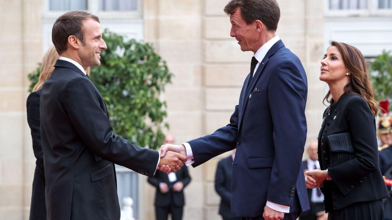 Joaquín y Marie, con el presidente francés, Emmanuel Macron. (EFE)