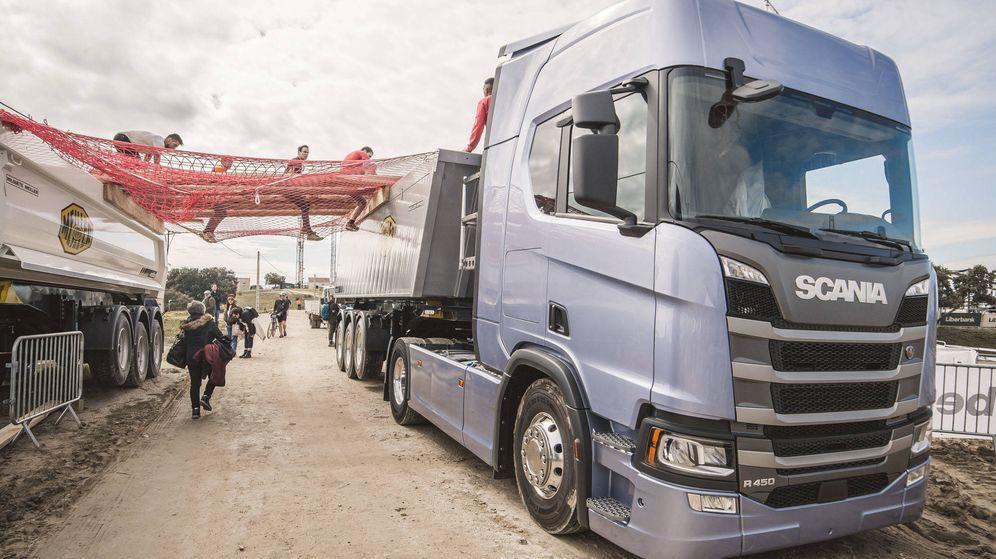 Foto: Participantes en la carrera para transportistas este mes en Madrid. (Foto: Scania)