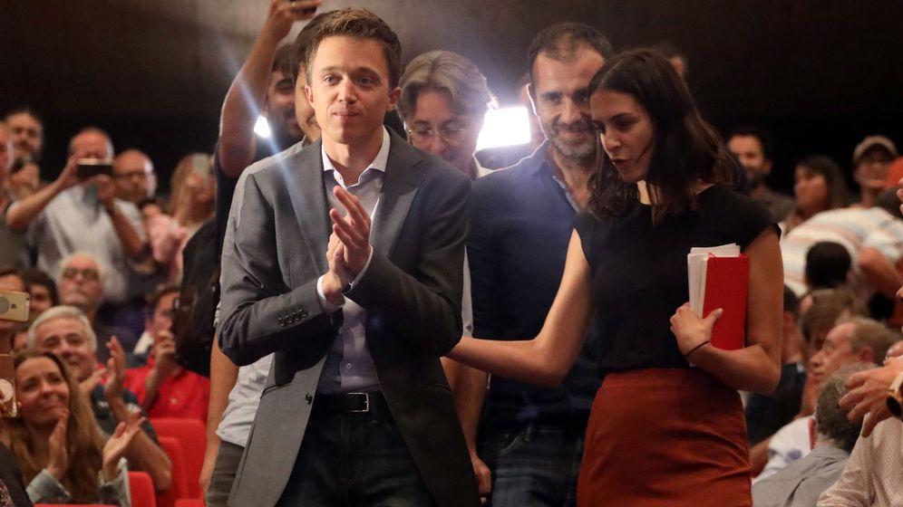 Foto: Íñigo Errejón, acompañado por Rita Maestra, a su llegada a la asamblea de su nuevo proyecto político, donde ha sido proclamado candidato para las elecciones. (Reuters)