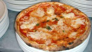 Telepizza entra en Colombia con la compra de Jeno's Pizza