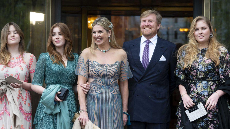 Los Reyes, con sus tres hijas. (EFE)