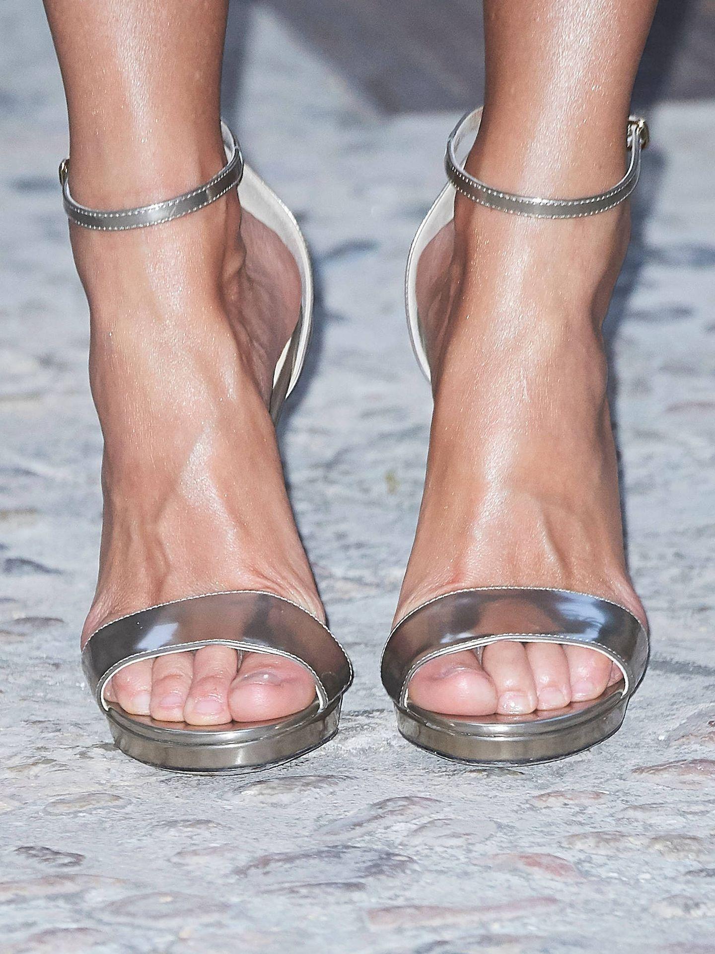 Las sandalias de Jimmy Choo de la Reina. (LP)