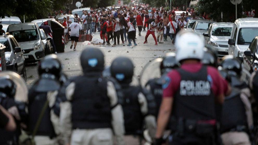 Aficionados de River Plate destrozaron a un cerdo vestido con los colores de Boca Juniors
