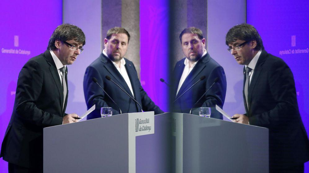 Foto: El presidente de la Generalitat de Cataluña, Carles Puigdemont, junto al vicepresidente Oriol Junqueras. (EFE)