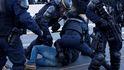 Tensión en La Jonquera entre policía y manifestantes tras el desalojo de la AP-7