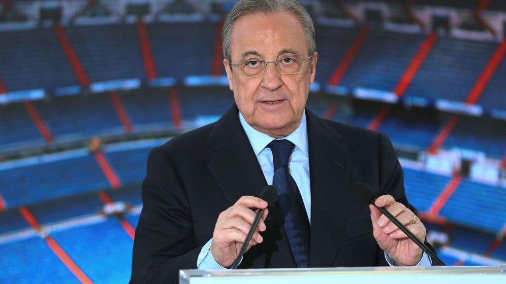 Foto: Florentino Pérez durante la presentación del belga Eden Hazard en el Bernabéu. (Efe)